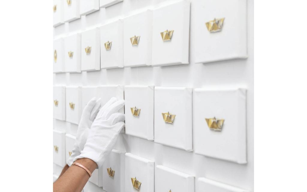 Installation: Constantin Schroeder - Goldene Schiffchen (Golden little ships)